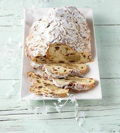 PLUS Supermarkt -  Luxe gevulde notenstol met amandelspijs. Bekijk de rest van ons kerstassortiment in ons kerstmagazine