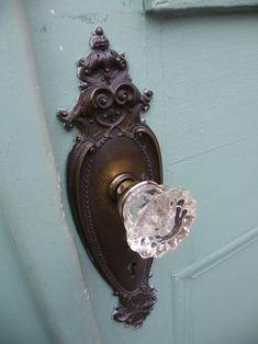 vintage door knob dresses a door beautifully...