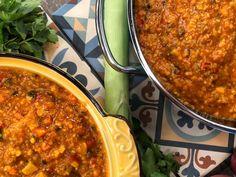 Σούπα τσίλι με κιμά και λαχανικά Chili, Soup, Vegan, Ethnic Recipes, Drink, Greek Dishes, Greek Recipes, Easy Meals, Beverage