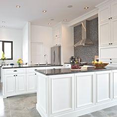 armoires de cuisine en bois et comptoir en granit