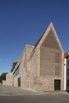 Andreas Heller's brick facade makes a confident statement at the Hansemuseum - News - Frameweb _