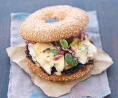 Recette de bagel au poulet et bresse bleu pour un repas express !