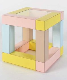 Cómo me gusta Sottsass.  table basse mimosa by Ettore sottsass,  edition memphis milano,1984, artaban