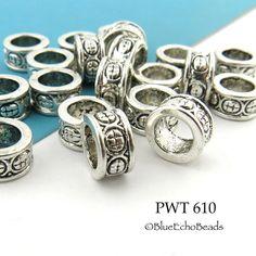 Grand trou perles en étain anneau avec cercles par BlueEchoBead
