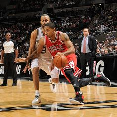 Derrick Rose continued his MVP-caliber play, scoring 29 points as the Bulls moved to 29-8 on the season.