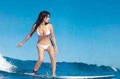 深田恭子、23日に写真集「This is ME」「AKUA」の2冊同時発売!サーフィンする水着姿を披露!(画像あり)