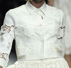 Dolce & Gabbana Spring Summer 2011 Ready to Wear Cutwork Embroidery, White Embroidery, Textured Wedding Cakes, Lace Beadwork, Collar Designs, Beautiful Blouses, White Shirts, Blouse Styles, Fashion Details