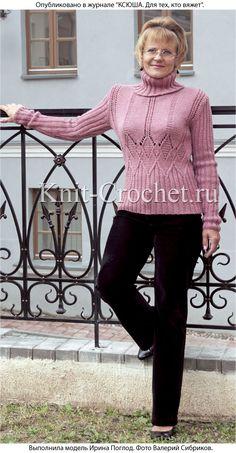 Связанный на спицах женский свитер с ажурным узором размера 46-48.