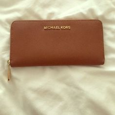 mk wallet Great condition MICHAEL Michael Kors Bags Wallets