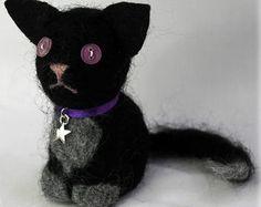 Gatto nero in feltro dell'ago - ragnatela