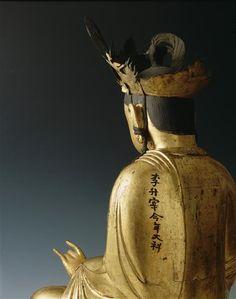 Bodhisattva à la tête couronnée  (C) Musée Guimet, Paris, Dist. RMN-Grand Palais / Jean-Yves et Nicolas Dubois  15e siècle, dynastie Yi ou Choson (1392-1910)  bois doré , métal  Corée-du-Sud