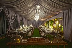The pic looks fake... but a gorgeous tent!