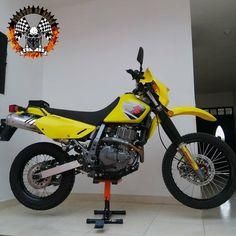 #moto #motorcycle #motorbike #yamaha #bike #honda #pilotosquilla #kawasaki #biker #instamoto #bikelife #motogp #suzuki #bmw #ducati #rider #travel #ride #motos #madrid #photography #motorcycles #colombia #picoftheday #photooftheday #motor #bikersofinstagram #instagood #chicabiker #ktm Ducati, Yamaha, Motogp, Dr 650, Honda, Bmw, Bike Life, Motorbikes, Biker