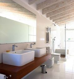 Nuevo Estilo Interior Design Website, Beautiful Bathrooms, Corner Bathtub, Ideas Para, Mirror, Wood, House, Furniture, Home Decor