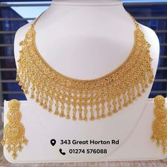 Gold Bridal Jewellery Sets, Bridal Jewelry Vintage, Indian Jewelry Sets, Bridal Necklace Set, Gold Necklace, Gold Bangles Design, Gold Earrings Designs, Gold Jewellery Design, Necklace Designs