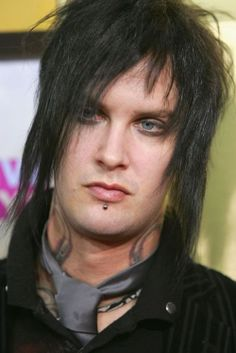 The Rev, the worth thing an A7X's fan can do is when they just love Avenged after he's gone.