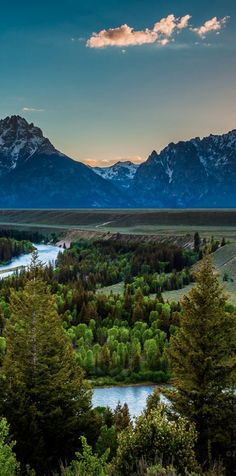 The Snake River flows through Grand Teton National Park in Wyoming • photo: PuttSk on Flickr