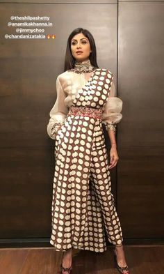 Saree Draping Styles, Saree Styles, Indian Designer Outfits, Designer Dresses, Latest Indian Fashion Trends, Diwali Dresses, Simple Gowns, Indian Gowns Dresses, Stylish Sarees