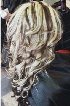 Chunky highlights and curls heavy blonde highlights, blonde streaks, chunky highlights, love hair Heavy Blonde Highlights, Hair Highlights And Lowlights, Brown Blonde Hair, Hair Color Highlights, Chunky Highlights, Caramel Highlights, Blonde Streaks, Love Hair, Gorgeous Hair