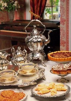 """Милые сердцу штучки: Антиквариат: """"Серебряные чайники и кофейники"""""""