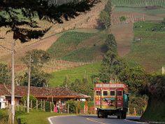 Bus Escalera, Sonson Antioquia.-Las chivas, también conocidos como «buses escalera», son autobuses típicos de Colombia, Ecuador y Panamá adaptados en forma artesanal para el transporte público rural. Se caracterizan por su gran colorido, predominando el amarillo, el azul y el rojo, colores de las bandera nacionales de Ecuador y Colombia.