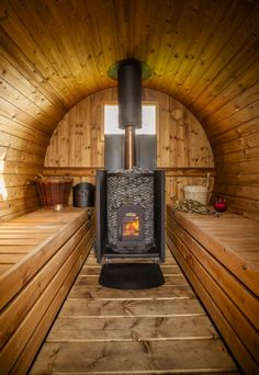 Secret Cloud House Holidays self catering cottage for hen parties in Shropshire… Diy Sauna, Outdoor Sauna, Outdoor Baths, Saunas, Homemade Sauna, Barrel Sauna, Sauna Heater, Sauna Design, Steam Sauna
