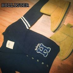 HOLLISTER CALIFORNIA SWEATER BOTTUN UP NAVY BLUE HOLLISTER navy blue Botton up sweater small large H on bottom! Pre-loved but good condition. 3/4 sleeve Hollister Tops Tees - Long Sleeve