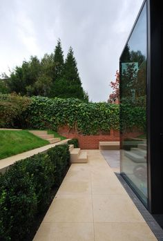 Image 4 of 9 from gallery of Rear House Extension, Garden Design / LBMV Architects - Luigi Montefusco. Courtesy of LBMV Architects Modern Residential Architecture, Landscape Architecture, Landscape Design, Modern Landscaping, Backyard Landscaping, Garden Levels, Casa Patio, Barn Renovation, Garden Features
