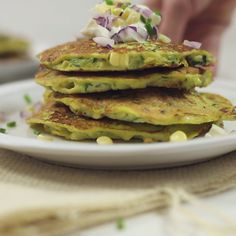 These refined flour-free zucchini corn pancakes are the best way to enjoy spring and summer veggies! These refined flour-free zucchini corn pancakes are the best way to enjoy spring and summer veggies! Vegetable Dishes, Vegetable Recipes, Vegetarian Recipes, Cooking Recipes, Healthy Recipes, I Love Food, Good Food, Yummy Food, Corn Pancakes