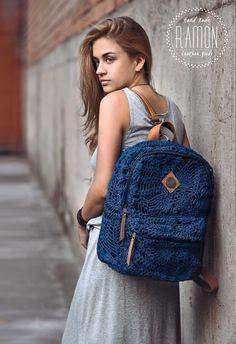 Mochila tejida ♥ https://www.pinterest.com/LeoncitosLocos/crochetesamor/