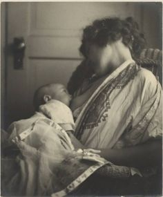 25 Historical Images that Normalize Breastfeeding. Mother and Baby - // this photo is how I want to remember my nursing days. How Many Kids, Photocollage, Historical Images, Jolie Photo, Mothers Love, Mother And Child, Vintage Pictures, Vintage Photographs, Baby Love