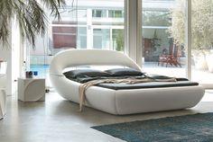 Loungen op een SLEEPY Bed