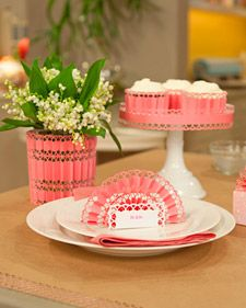 Add festive flair to your Mother's Day table with these fun accordion place cards.