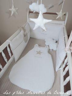 """Tour de lit, gigoteuse 0-6 mois, mobile musical et coussin nuage """"une étoile est née"""" blanc et beige : Linge de lit enfants par les-p-tites-merveilles-de-berenice"""