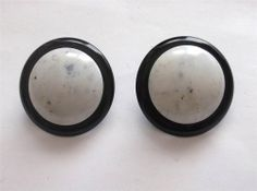 VINTAGE 60'S BIG BLACK & WHITE LUCITE MOD STATEMENT CLIP ON EARRINGS - BOXED