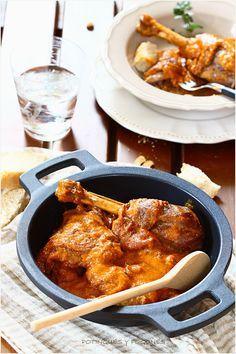 Pollo con ajada y salsa de pimientos