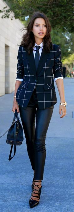 #Farbbberatung #Stilberatung #Farbenreich mit www.farben-reich.com Daily New Fashion : Blazer and Leather Pants - Fall Office Style #streetstyle