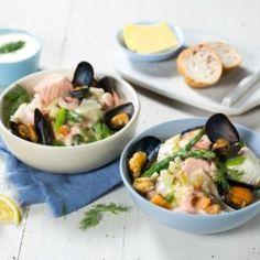 Med ferdig middagsbase, gjør du enkelt klassikeren om til en deilig luksusvariant med masse god fisk og skalldyr. Potato Salad, Potatoes, Ethnic Recipes, Soups, Om, Potato, Soup