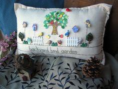 Jardín de aves de patio trasero almohada estilo por PillowCottage