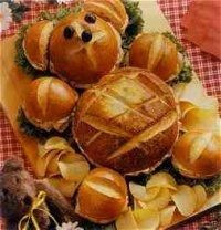 """Sandwich Bear:  This adorable sandwich bear goes great with our kids' """"Teddy Bear Picnic"""" theme for the night."""
