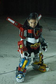 little Voltron How cool is this? Cool Costumes, Cosplay Costumes, Halloween Costumes, Costume Ideas, Halloween Sewing, Scary Halloween, Cosplay Ideas, 80s Cartoon Shows, Voltron Cosplay