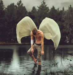 Kyle Thompson Amazing Fine Art Surreal Self-Portraits Photography ~ Inspiration Wings Surrealism Photography, Conceptual Photography, Fine Art Photography, Portrait Photography, Artistic Photography, Fotografia Fine Art, Fotografia Macro, Kyle Thompson, Jace Lightwood