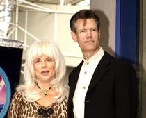 Randy Travis' ex-wife sues him for breach of contract