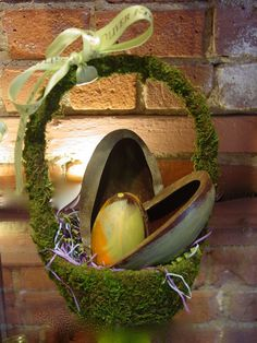 Vegan Chocolate Easter Eggs with Natural Moss Basket. These look amazing! Mosses Basket, Basket Ideas, Vegan Chocolate, Easter Baskets, Easter Eggs, Natural, Spring, Amazing, Holiday