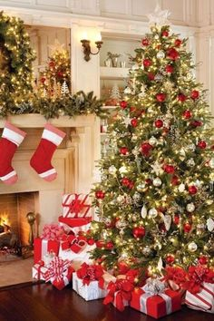 When it comes to decorating, my favourite part is the TREE. I love to create a beautiful Christmas tree. Here is the Ultimate christmas tree Inspiration! Best Christmas Tree Decorations, Christmas Tree Design, Beautiful Christmas Trees, Elegant Christmas, Noel Christmas, Rustic Christmas, Christmas Themes, White Christmas, Scandinavian Christmas