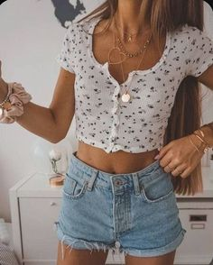 trendy outfits for summer & trendy outfits . trendy outfits for school . trendy outfits for summer . trendy outfits for women . Hijab Casual, Cute Casual Outfits, Chic Outfits, Fashionable Outfits, Casual Jeans, Trendy Summer Outfits, Tumblr Summer Outfits, White Girl Outfits, Casual Summer Outfits For Teens