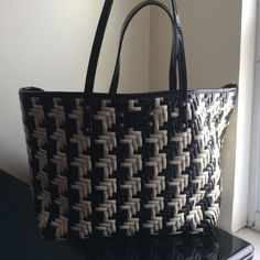 Kate Spade Large Tote Like New  large tote  black and white  beautiful for summer! kate spade Bags Totes