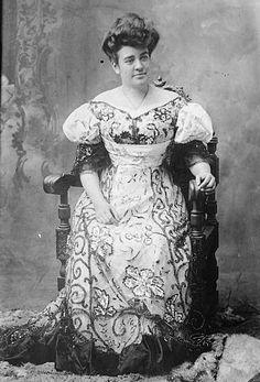 Portrait of Abigail Campbell Kawānanakoa, Hawaii, Hawaii State Archives Oahu Hawaii, Kauai, Hawaii Pics, Hawaiian Monarchy, Rose Queen, Vintage Hawaii, Princess Mary, Hawaiian Islands, Women In History