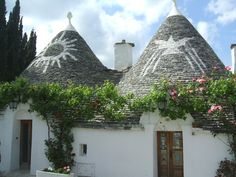 Alberobello, Italy, famous for the trullo (plural, trull) structures: traditional Apulian dry stone huts with a conical roofs. Their style of construction is specific to the Itria Valley, in the Murge area of the Italian region of Apulia. Limestone Wall, Dry Stone, Luxury Villa Rentals, Fairytale Fantasies, Cabins And Cottages, Painted Doors, World Heritage Sites, Exterior, House Styles