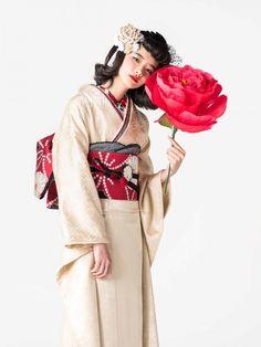 Kimono Japan, Yukata Kimono, Kimono Outfit, Kimono Fabric, Kimono Fashion, Fashion Wear, Fashion Shoot, Fashion Outfits, Traditional Japanese Kimono
